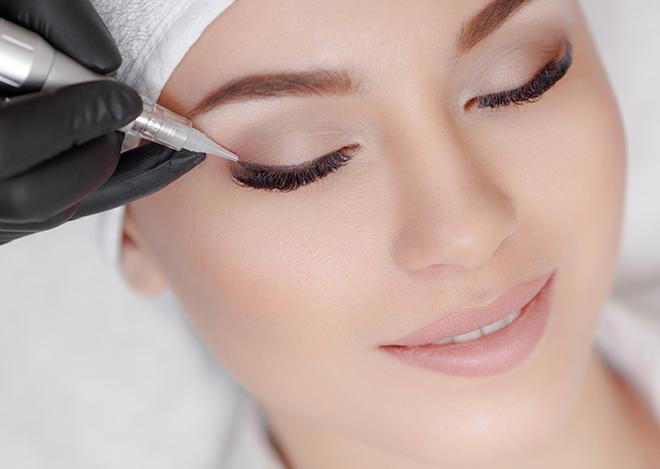 Permanente make-up voor wenkbrauwen, lippen, ogen en lichaam.